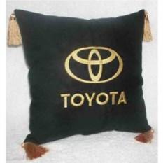 Черная с золотой вышивкой и кистями подушка Toyota