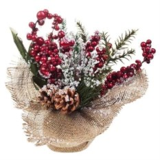 Декоративная композиция Еловые веточки и ягодки