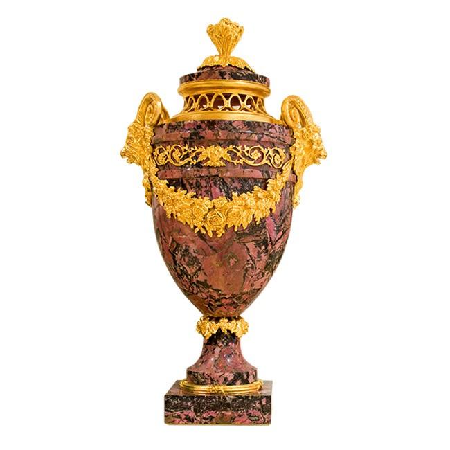 Интерьерная ваза из родонита Салонная