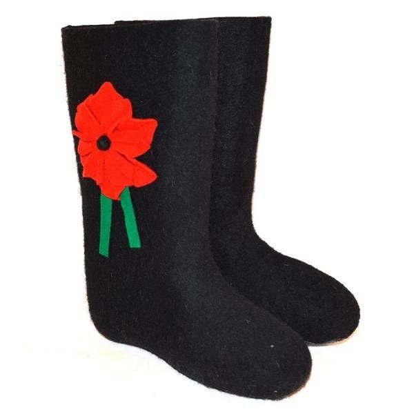 Черные валенки самовалки с красным цветочком