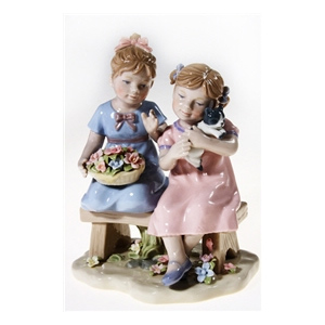 Фигурка «Девочки на скамейке с котёнком»