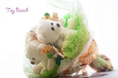Букет из мягких игрушек (бело-зеленый, три мишки)