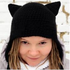 Черная шапка с кошачьими ушками