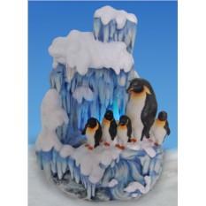 Декоративный фонтан с подсветкой Семья пингвинов и льдина