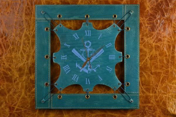 Часы из кожи Якорь и подзорные трубы.