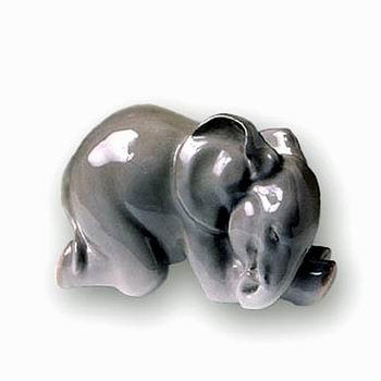 Анималистическая скульптура «Слоненок спящий»