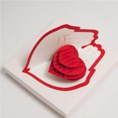 Объемная открытка Сердце в ладонях