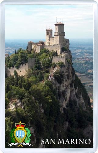 Магнит на холодильник: Сан-Марино. Замок на горе
