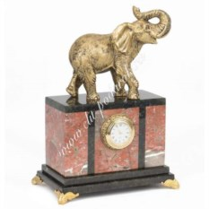 Часы из креноида со статуэткой из мрамолита Слон