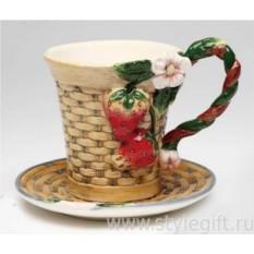 Фарфоровая чайная пара Клубника