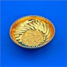 Золотистая конфетница с узором