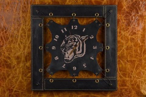 Черные часы из кожи Рычащий тигр
