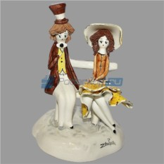 Фарфоровая статуэтка Пара на скамье