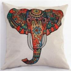 Декоративная наволочка с изображением слона