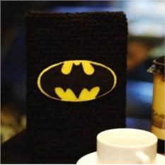 Вязаный чехол на планшет Бэтмен