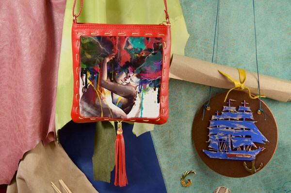 Красная сумка-планшет Разноцветная любовь Elole Design