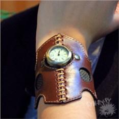 Кожаные часы женские со швом
