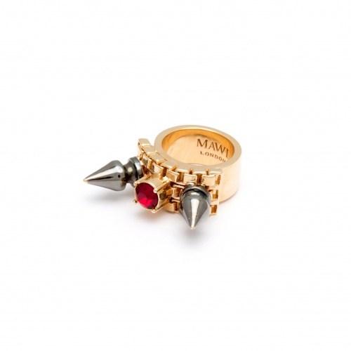 Позолоченное кольцо с черными шипами и красным камнем