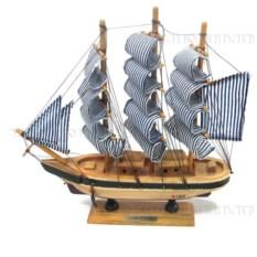 Модель корабля из дерева, длина 24см