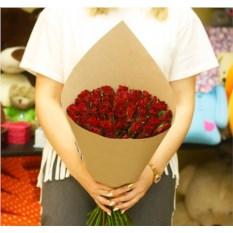 Букет из 51 красной розы Кения в крафте