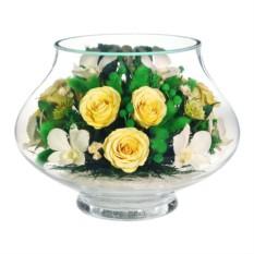 Цветы в стекле: композиция из натуральных орхидей и роз.