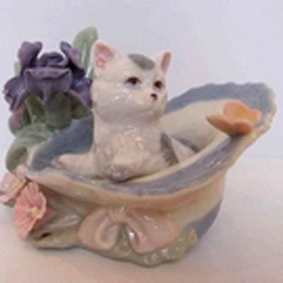 Фарфоровая статуэтка «Котёнок в шляпе»
