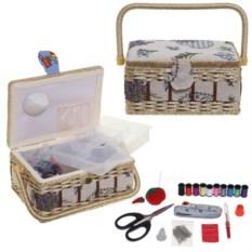 Бежевая плетеная шкатулка для рукоделия с набором