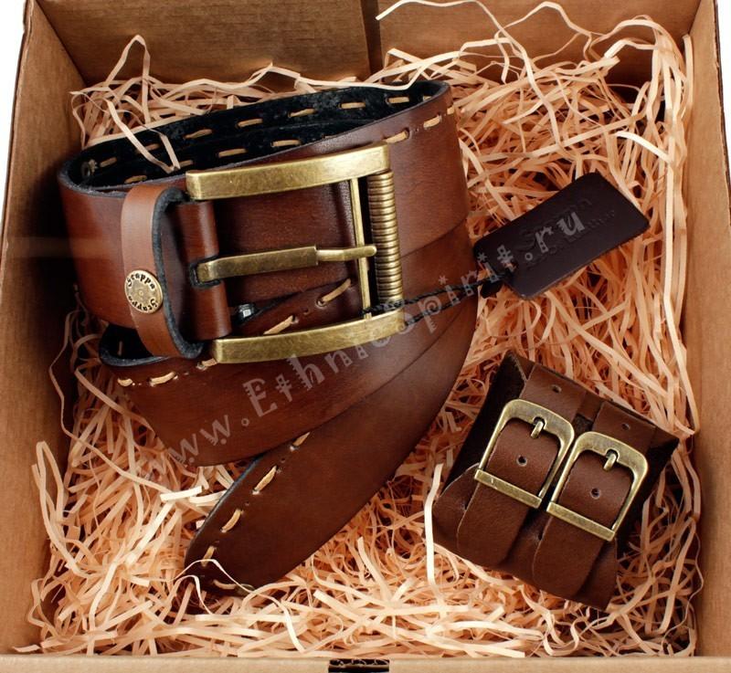 Коричневый кожаный ремень с браслетом-напульсником