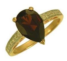 Кольцо из красного золота с хризолитом и фианитом