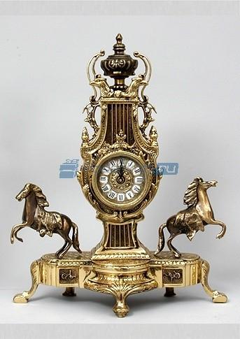 Часы с парой лошадей