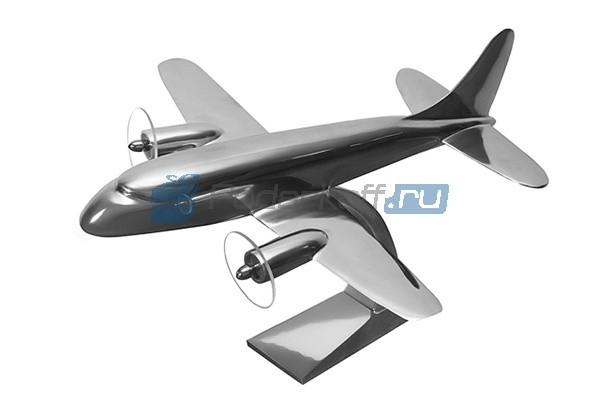 Коллекционная модель самолёта Douglas DC-3