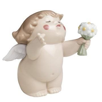 Фарфоровая статуэтка Ангелочек с букетом