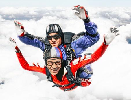 Прыжок с парашютом в тандеме (с фото/видео)