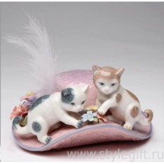 Музыкальная фарфоровая фигурка Котята на шляпе