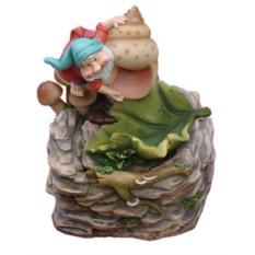 Фонтан Гном со светлой улиточной раковиной и грибами