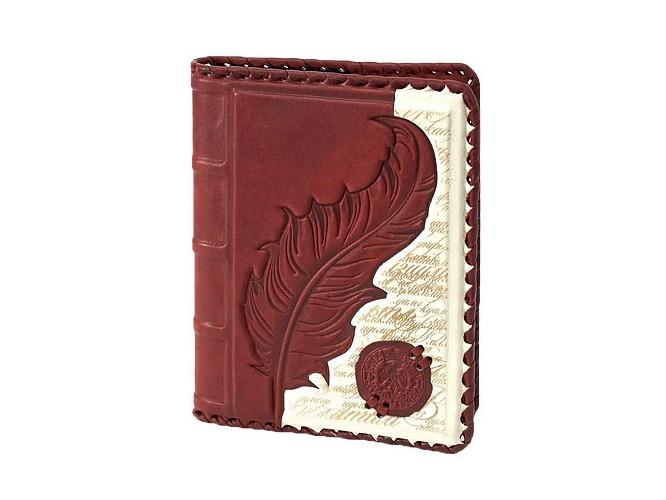 Ежедневник в обложке из натуральной кожи со вставкой