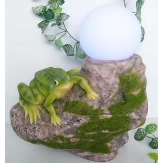 Лампа на солнечной батарее Лягушка на камне