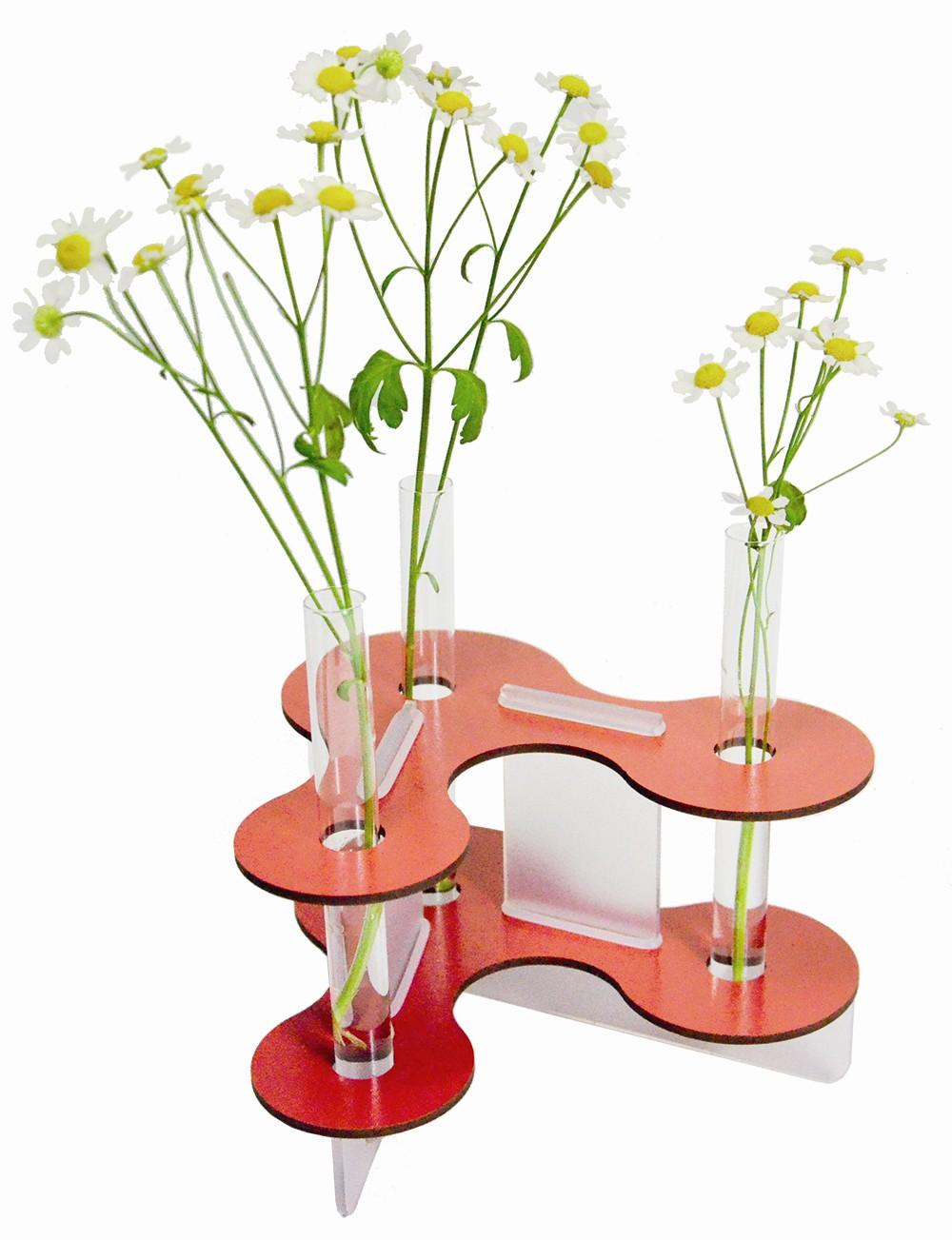 Красная ваза для цветов