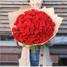 Букет из 101 красной розы высотой 40 см