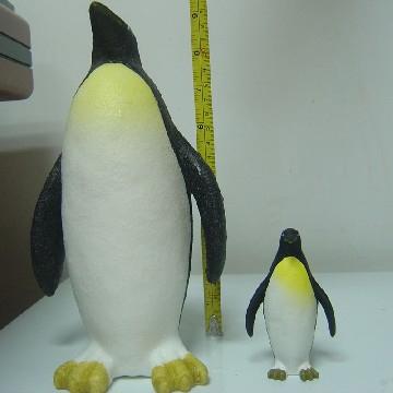 Растущий в воде Пингвин
