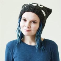 Вязаная темно-серая шапка Кошка