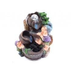 Декоративный фонтан с подсветкой Гномы у фонтана