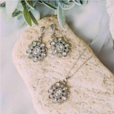 Винтажный комплект «Ромашки» с белыми кристаллами