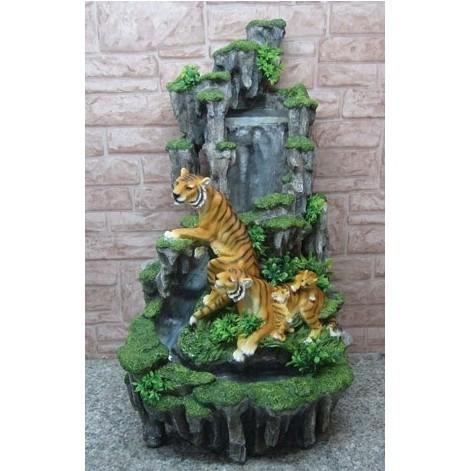 Фонтан «Тигры у скалы»