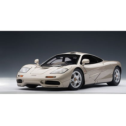 Модель McLaren F1 Road Car short tail 1994'