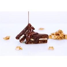 Брауни в темном шоколаде с орехами и сливочным сыром