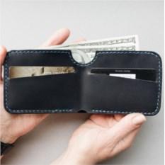 Бумажник синего цвета из натуральной кожи