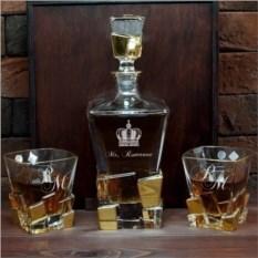 Штоф и 2 стакана для виски в коробке с гравировкой Gold