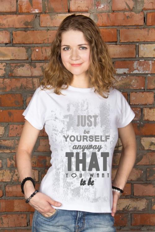Женская футболка с вашим текстом Just be