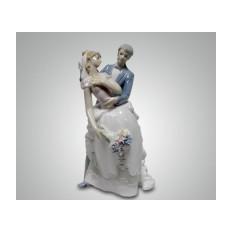 Фарфоровая статуэтка ''Молодожены''